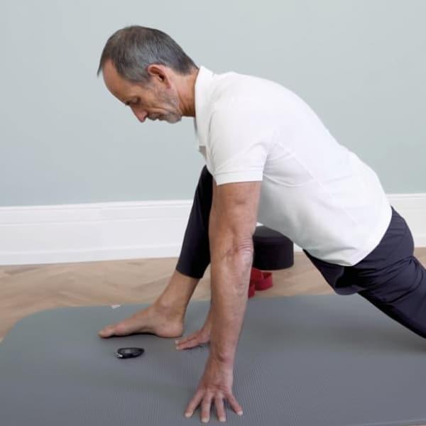 Roland Liebscher-Bracht is exercising.