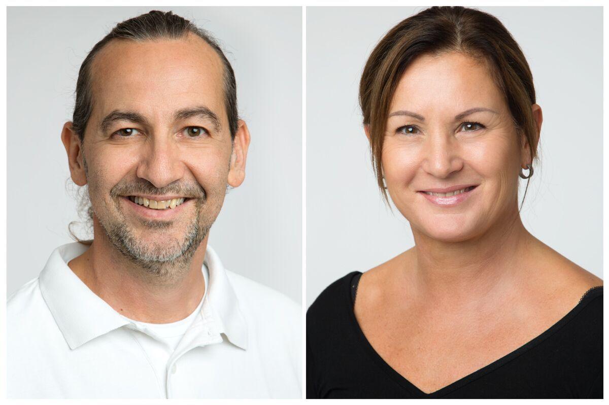 Auf dem Foto ist links Klaus Uggowitzer abgebildet, rechts Astrid Kalt. Uggowitzer hat kurze schwarze Haare und einen schwarz grauen Dreitagebart. Frau Kalt trägt ihre braunen Haare als Zopf zusammen und ein schwarzes T-Shirt.