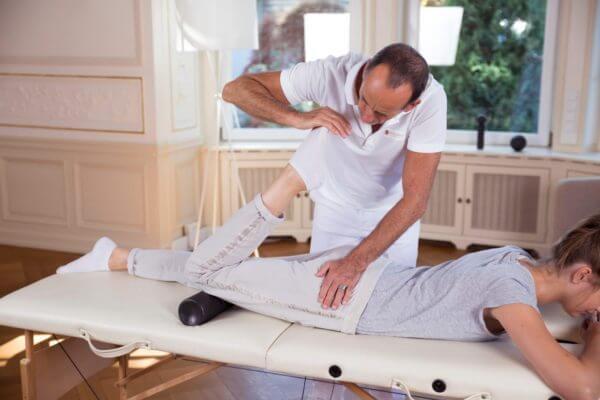 Hüftschmerzen • Ursache, Behandlung und Übungen