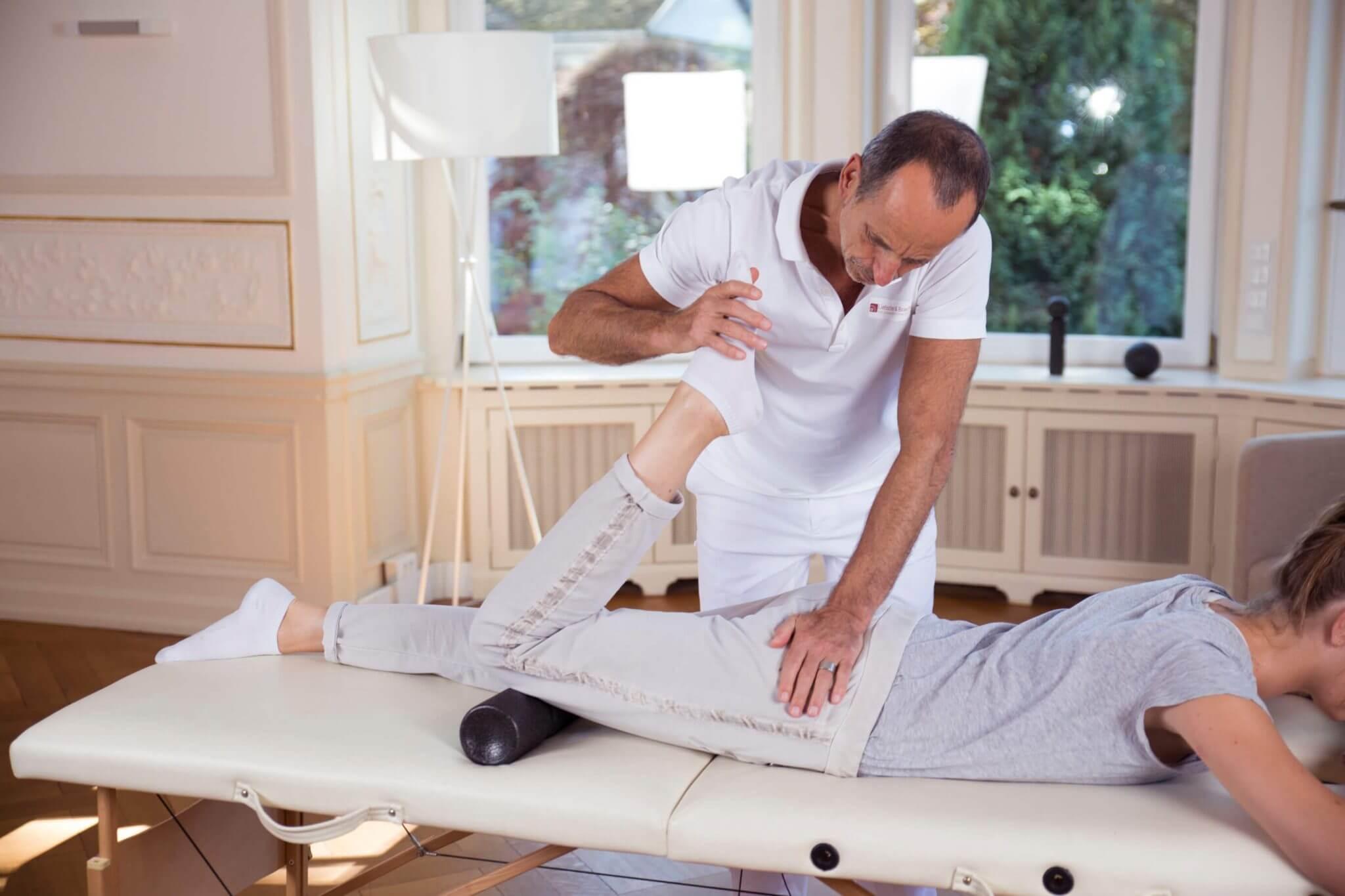 effektive bungen bei h ftschmerzen von liebscher bracht. Black Bedroom Furniture Sets. Home Design Ideas