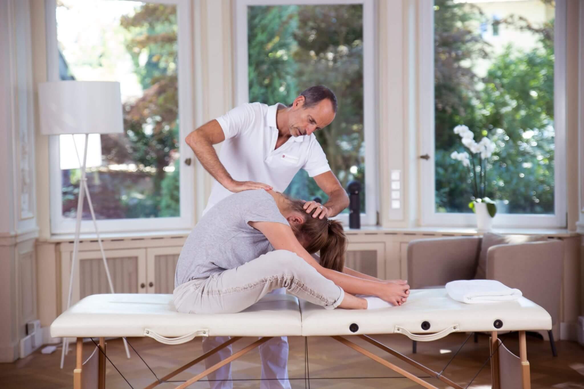 ▷ Ischialgie / Ischiasschmerzen • Symptome, Ursache und Übungen ...