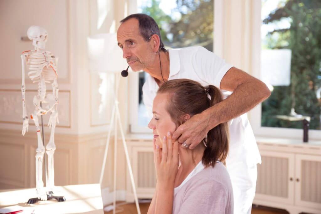Nackenschmerzen Uebungen
