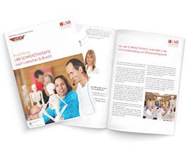 """Die Ausbildungs-Broschüre """"Schmerztherapie nach Liebscher & Bracht"""" liegt über einer anderen, geöffneten Broschüre. Auf dem Titel der Broschüre sieht man Roland Liebscher-Bracht während einer Ausbildung, im Innenteil Bilder und Text."""