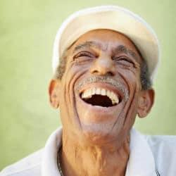 Glücklicher, lachender Mann