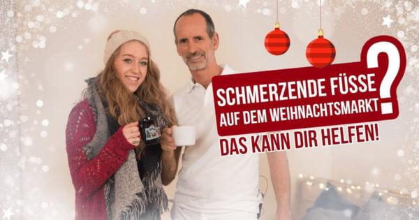 Schmerzspezialist Roland Liebscher-Bracht steht mit einer Patientin zusammen und trinkt Glühwein