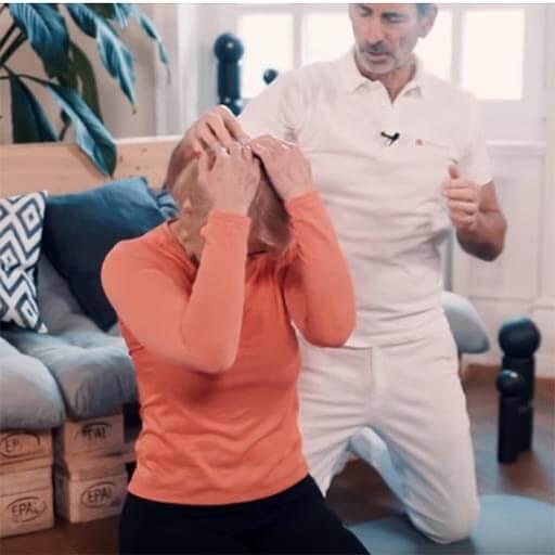 Übung gegen Kopfschmerzen Schritt 2