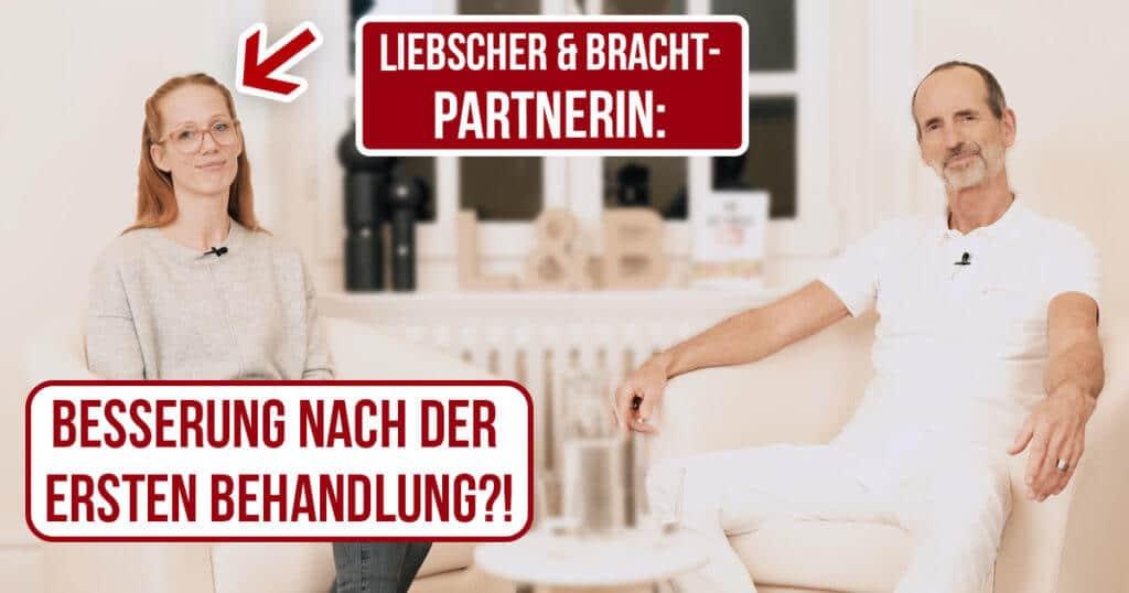 Roland Liebscher-Bracht unterhält sich mit Partnertherapeutin Jana Keukenbrinck