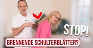 """Eine Frau beugt sich mit schmerzverzerrten Blick nach vorne. Ein Pfeil und Roland Liebscher-Bracht zeigen auf ihre Schultern. Unter den Personen der Schriftzug """"Stop! Brennende Schulterblätter?"""""""