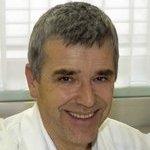 Lächelndes Gesicht eines Mannes (Primarius Univ. Prof. Dr. Günter Huemer)