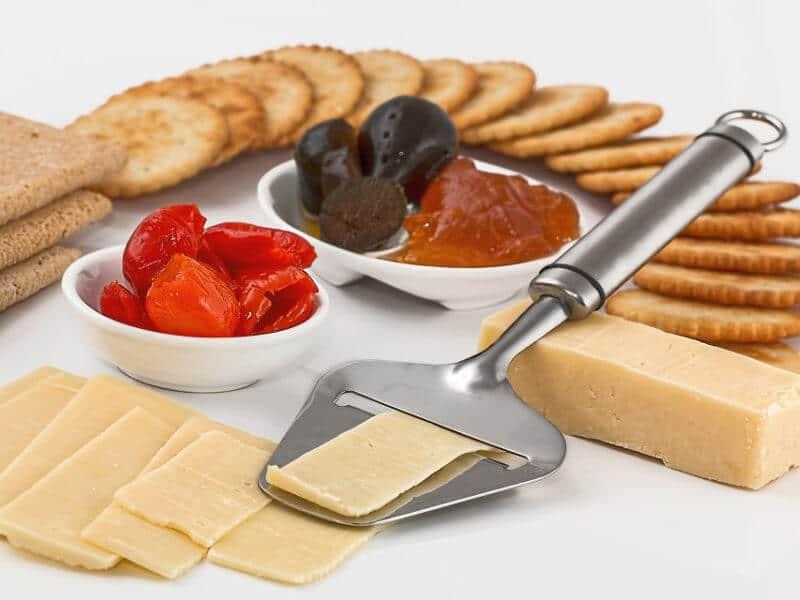 Käseplatte mit Kräcker kann ein Auslöser für Asthma sein