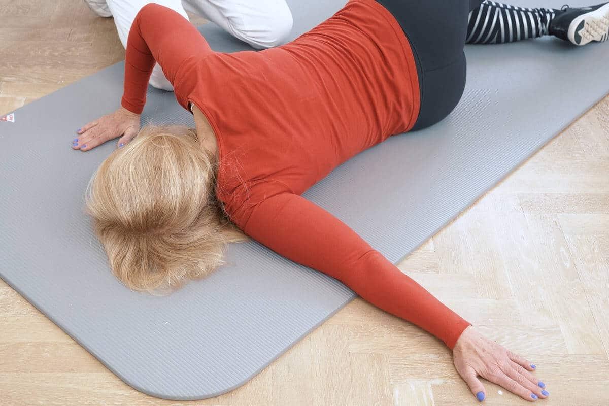 schulter uebung boden 2 liebscherbracht - Der Übungsablauf für eine bewegliche Schulter