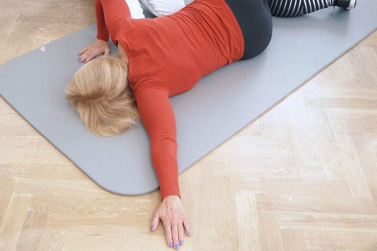 schulter uebung boden 3 liebscherbracht - Der Übungsablauf für eine bewegliche Schulter