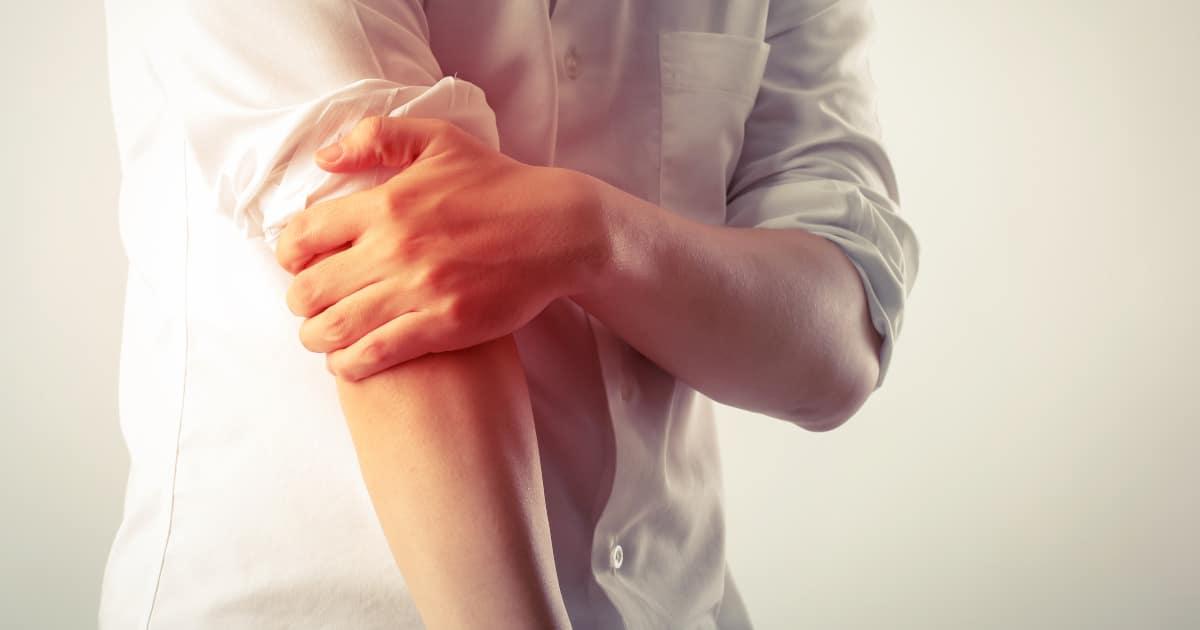 Schmerzen im Ellenbogen: Ursachen & einfache Lösung